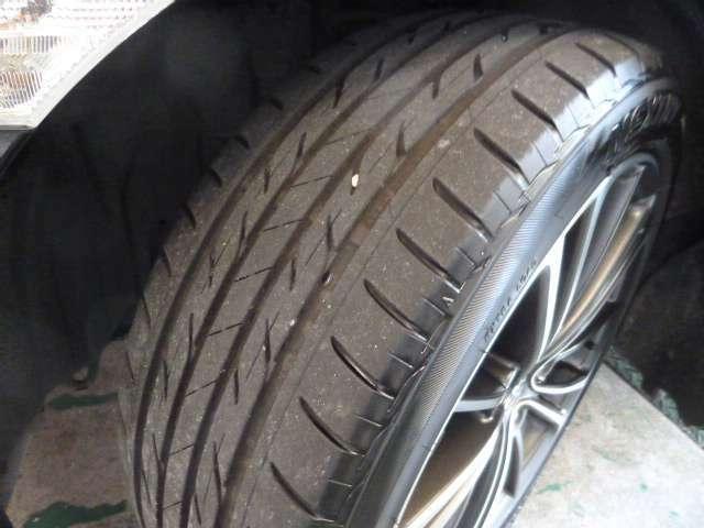 タイヤの溝もまだまだ有ります。