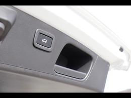 ハンズフリーパワーテールゲートを備えており、ジェスチャー操作での自動開閉が可能です。トランクスペースも十分な容量があり、普段使いから長距離まで幅広くお使いになれます。