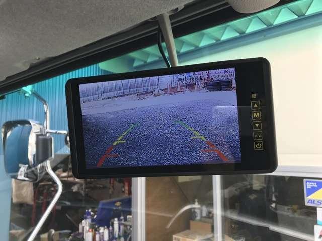 バックモニターは、普段はナビのAV画面、バック時に自動切り替えもされますし、手動で常時映すことも可能です。