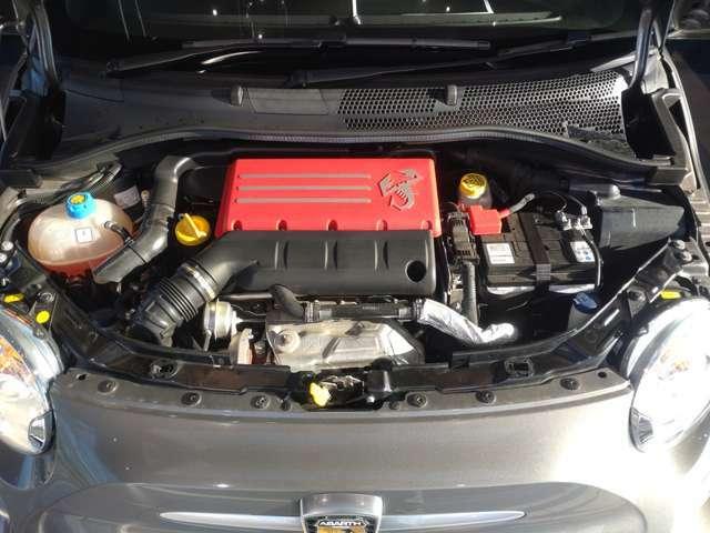 ギャレット製のターボチャージャーを備えた165ps(カタログ値)の1.4Lターボエンジン。