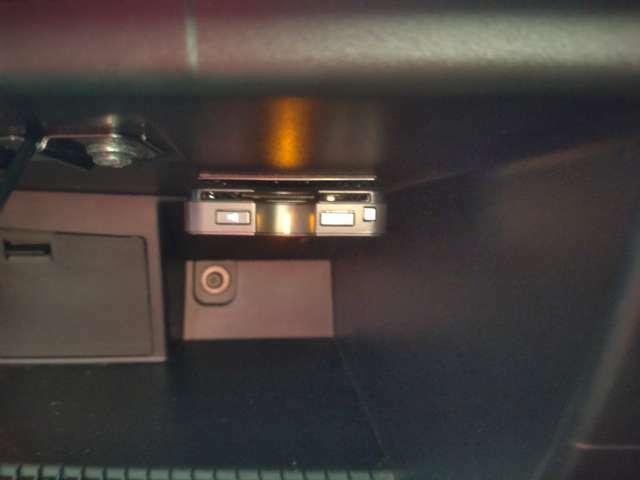 今や必需品となっているETCもグローブBOX内に装着されております。
