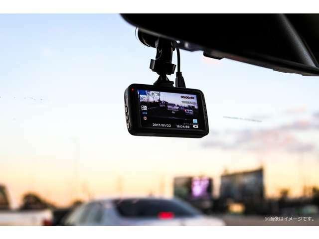 Bプラン画像:ドライブレコーダーを取り付けて納車いたします。こちらのプランは前方のみですが、後方・360°もご要望に合わせてご準備いたします。※当社指定のものとなります。