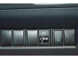 とっても便利な両側スライドドア☆★左は電動スライドドア。狭い場所でも大きく開放し、運転席やリモコンキーで開閉ラクラク♪