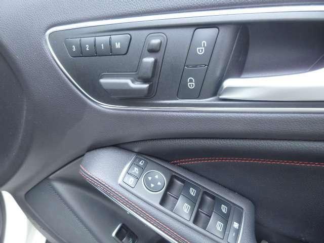 運転席シートはメモリー機能付きパワー&シートヒーターです。