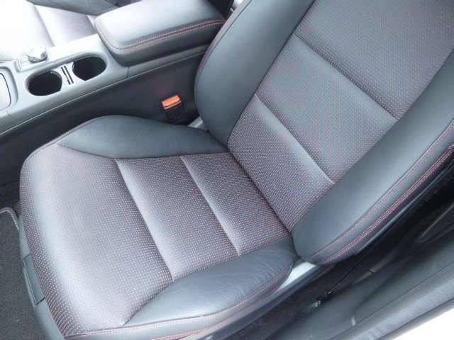 助手席シートもメモリー機能付きパワー&シートヒーターです。