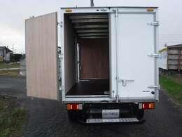 荷台ボックス内の壁は「NEWオールコンパネ貼り仕様」となります!!