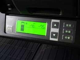 デンソー冷凍機(CGA407)が装備されています。設定温度範囲は、【-7℃~35℃】です。入庫時の動作確認では、最低温度が【-7.5℃】まで表示されました。使用温度域の目安は【-5℃~20℃】です。