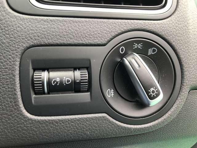 『ドイツ車ならではのつまみ式のヘッドライトスイッチ!輸入車らしいさとスポーティな印象を醸し出すデザインです!』