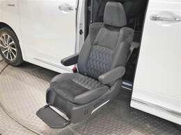 乗り降りをサポートするサイドリフトアップシートを装備した福祉車両!