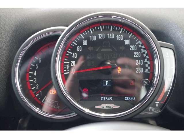 左から回転数、速度計、燃料計、大事なところはシンプルです。30キロ50キロの針が赤いのはなぜかご存じでしょうか?気になった方はぜひお問い合わせくださいませ。