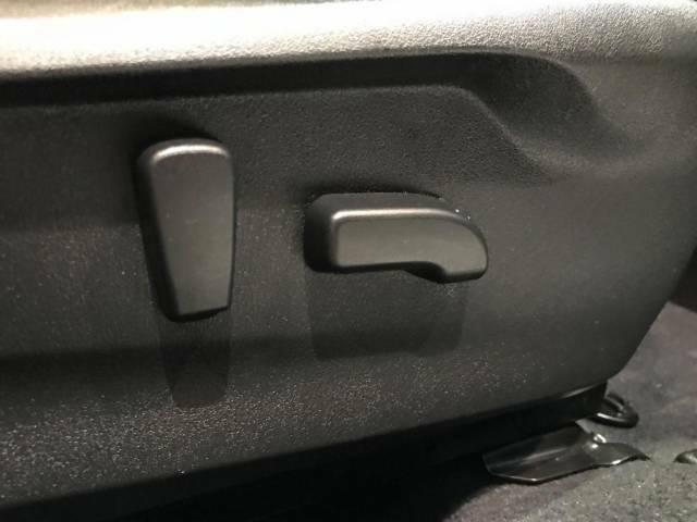 【前席両側パワーシート】運転席・助手席8wayで調節でき、適切なシートポジションを提供いたします。