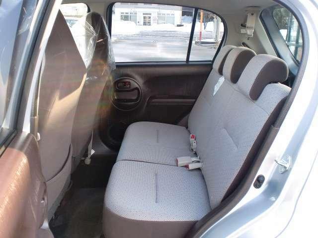 コンパクトながらゆとりのあるシート配置です!