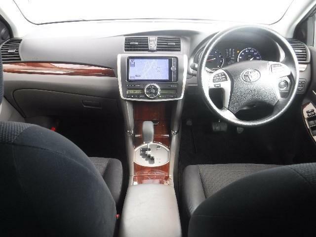 上下左右に視界を広げた運転席、操作性の良さには定評があります。