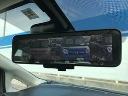 ☆スマートルームミラー☆後ろの情報がルームミラーに映像で映るため、雨の日や後席に人が乗っていてもとても見やすいですね。