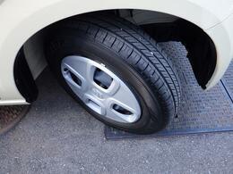 走行も少ないのでタイヤの溝もこの通りです。