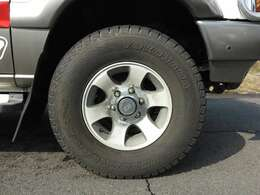 エアコン・パワステ・パワーウィンドウ・ETC・アルミホイール・4WD♪現在、スタッドレスタイヤ装着しておりますが、ノーマルタイヤもお付けしての販売となります!!
