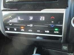 フルオートエアコンで温度設定も楽です。