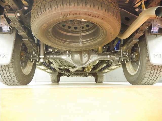「下回り」目立つ錆などはありません。長く愛車に乗りたい方には防錆加工がおススメ!ご相談ください!