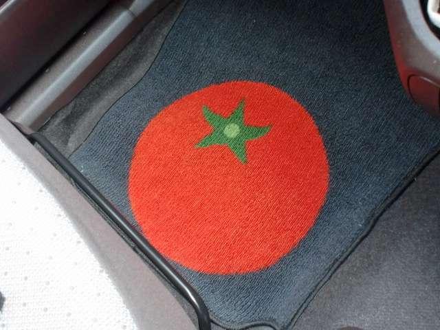 フロアマットのトマトの絵が特徴的です!