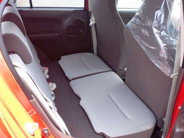 後席の座面部分が動くので、大きな積荷もバランスよく積み込めます!