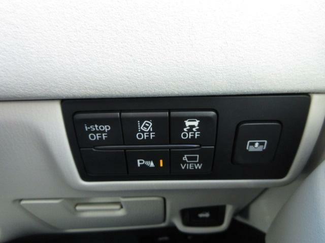 ハンドルの右奥にスイッチがたくさんついています☆i-stop、横滑り防止など、詳細はスタッフまでお問い合わせ下さい♪
