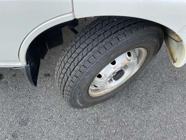 スタッドレスタイヤ タイヤの山もまだまだ御座います。