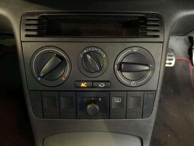 エアコンの効きも良く、快適な空間でドライブをお楽しみ頂けます。