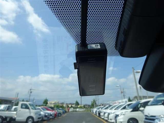 ●ドライブレコーダー●急な事故時にも、全てを記録できているとやはり安心ですよね(^^) 新車でも、今は80%のお客様が装着を希望されているんです!