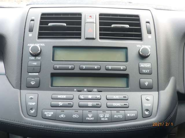 フルオートエアコン付きです♪ 温度を設定するだけで快適な車内環境を維持できます♪