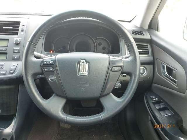 プッシュスタート付きのお車です♪鍵を使わなくても、鍵が車内にあればボタン一つで楽々エンジン始動可能です♪