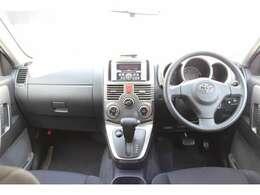 広い視界で安心して操作できる運転席です。取り回しも良く車輛感覚がつかみやすい車ですよ(^_-)-☆