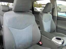 運転席脇に、カップホルダーが付いています