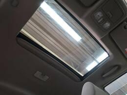 解放感溢れる【サンルーフ】☆車内には太陽の穏やかな光が差し込みます☆