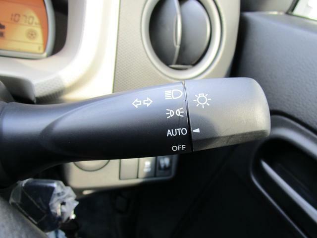 便利なオートライトシステム、ハイビームアシスト装備。