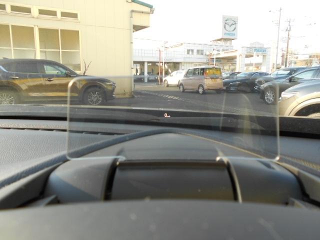 運転席前方にはインフォメーションディスプレーが装備されており速度などの確認が可能です!