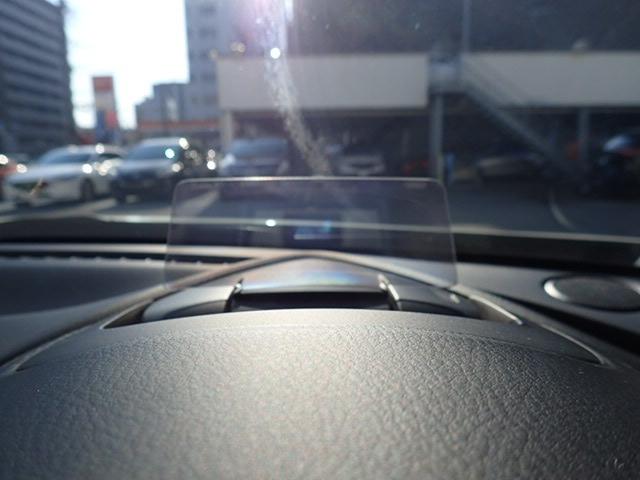 ヘッドアップディスプレイも装備でスピード、道路標識など確認出来ます。