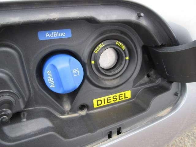 ディーゼルなので燃料は軽油ですが、排気ガスをクリーンにするアドブルー(尿素水)を残量警告が出た際に補充する必要があります。