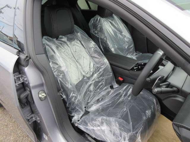 運転席シートは指圧マッサージ機能付きで疲労の軽減に一役買ってます。