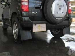 マッドガード タイヤの跳ね上げる小石や泥で、ボディが傷つくのを防ぎます。