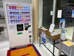 整備中などは、新型車のカタログや雑誌、テレビ等を見れるスペースをご用意しております。