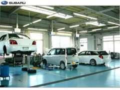 指定整備工場完備で車検も点検整備も安心◎国家資格を持つプロの整備士がお客様の大切な愛車をお預かりいたします。