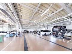 指定工場併設しております。12ヶ月点検や車検はもちろんのこと、修理にいたるまで出来るだけ迅速に対応させていただきます。