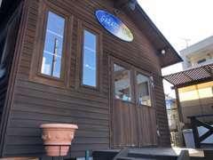 こちらが木造の母屋です。オフィスまでこだわった造りになってます!