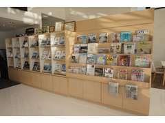 整備中など、ゆっくりお待ち頂ける様に、新車のカタログや雑誌をご用意しております。
