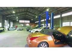 大型車認証工場、鈑金修理工場完備です。