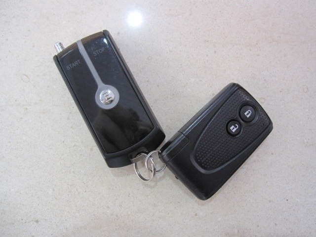 キーを持ったまま施錠、解除、スタートが出来るスマートスタートシステムです