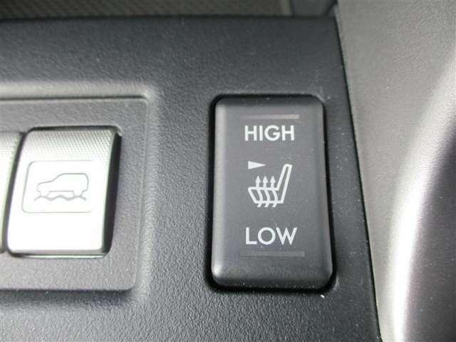 【シートヒーター(運転席・助手席)】シートに直接組み込むヒーター主暖房装置により室温が一定温度に上昇するまでの間と、室内を乾燥させずに暖がとれるメリットがあります。