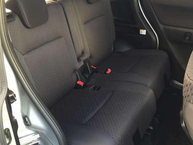 【後部座席】シートの状態も良く、おすすめの一台です。