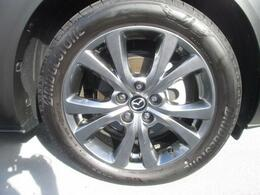 18インチ純正アルミホイールを装備。タイヤサイズは215/55R18となります!大径ホイールを採用する事で足元からダイナミック感を演出★