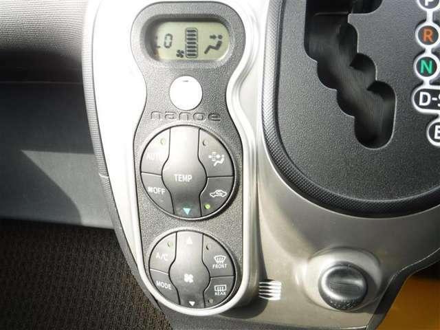 オートエアコンを装備しています。室内の温度を設定すると、センサーが室温を感知して、温度、風量を自動的にコントロールし、快適な空間にしてくれます。